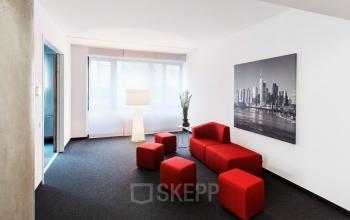 Stilvoll eingerichtetes Business Center an der De-Saint-Exupéry-Straße in Frankfurt Flughafen mit großen Büroflächen