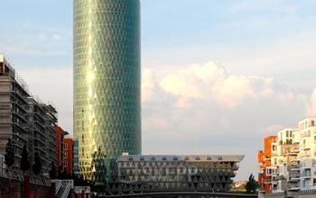 Beeindruckende Außenansicht des Bürogebäudes in Frankfurt-Hauptbahnhof