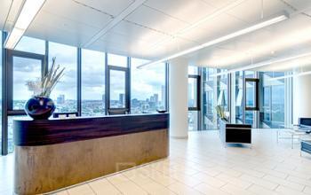 Stilvoller Empfangsbereich der Immobilie in Frankfurt an der Friedrich-Ebert-Anlage