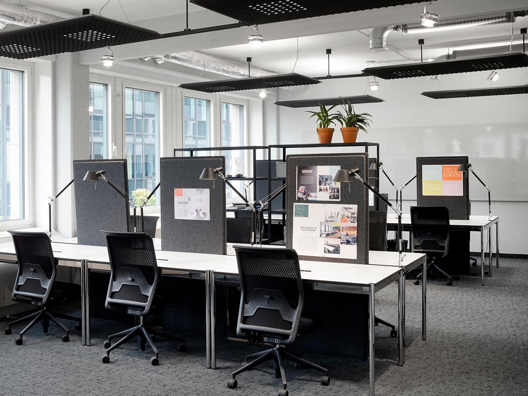 Hochmoderne Arbeitsplätze im Coworking-Bereich