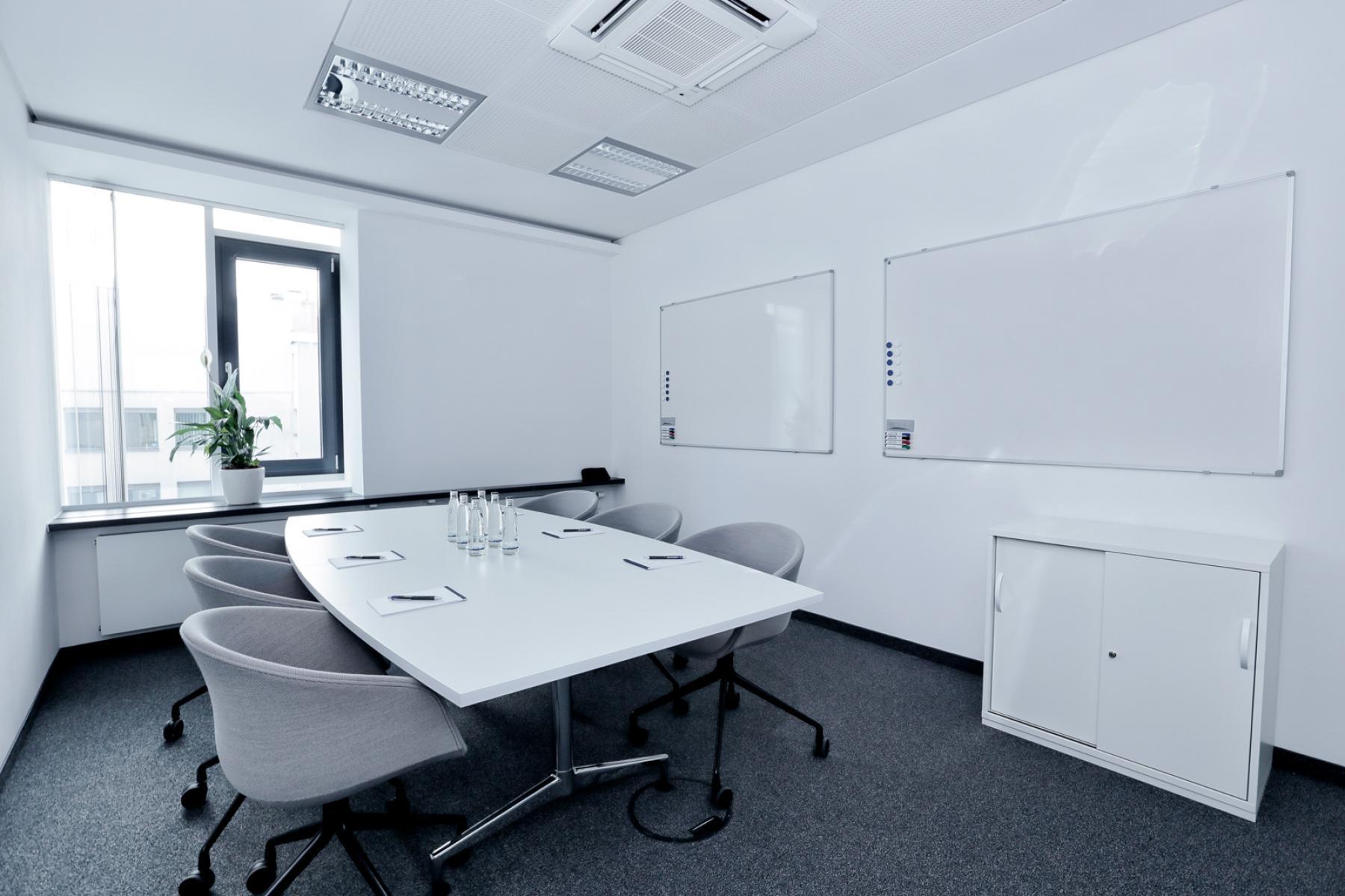 Stilvoll und hochmodern eingerichteter Konferenzraum
