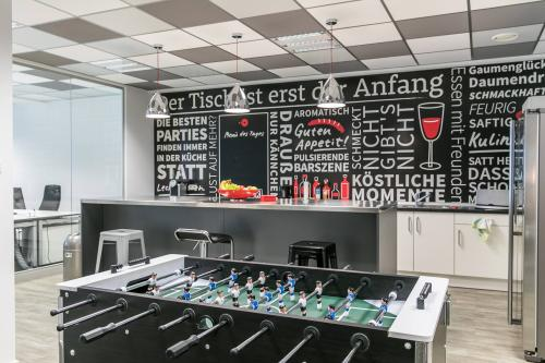 Große Business-Lounge des Bürogebäudes am Zeil in Frankfurt