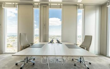 Rent a beautiful office with a modern facility in Frankfurt