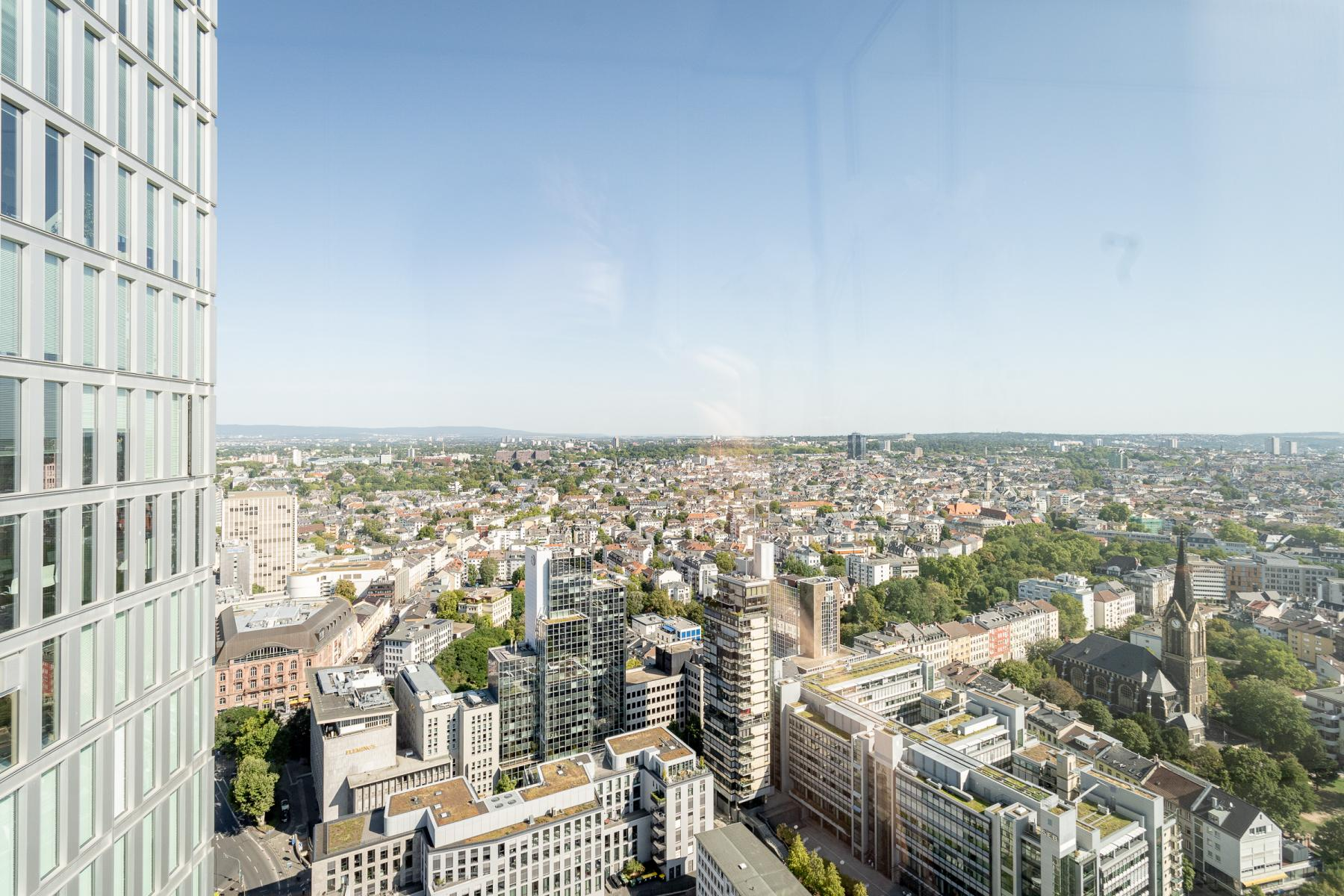 Breathtaking views from the offices for rent in Frankfurt Innenstadt