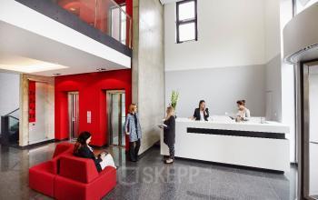 Repräsentativer Eingangsbereich im Business Center in Frankfurt Nord, Sebastian-Kneipp-Straße