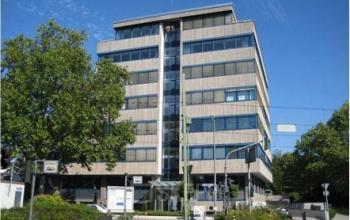 Arbeitsplatz mieten in großem Bürogebäude an der Praunheimer Landstraße in Frankfurt