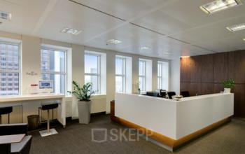 Moderner Empfangsbereich des Business Centers in Frankfurt