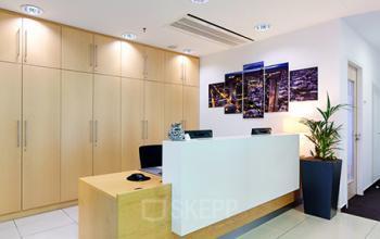 Stilvoller Empfangsbereich des Business Centers in Frankfurt Westend