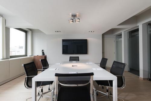 Luxurious meeting room