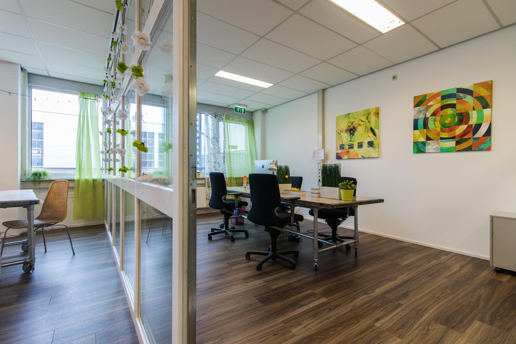 Also flexdesks and shared office rooms for rent