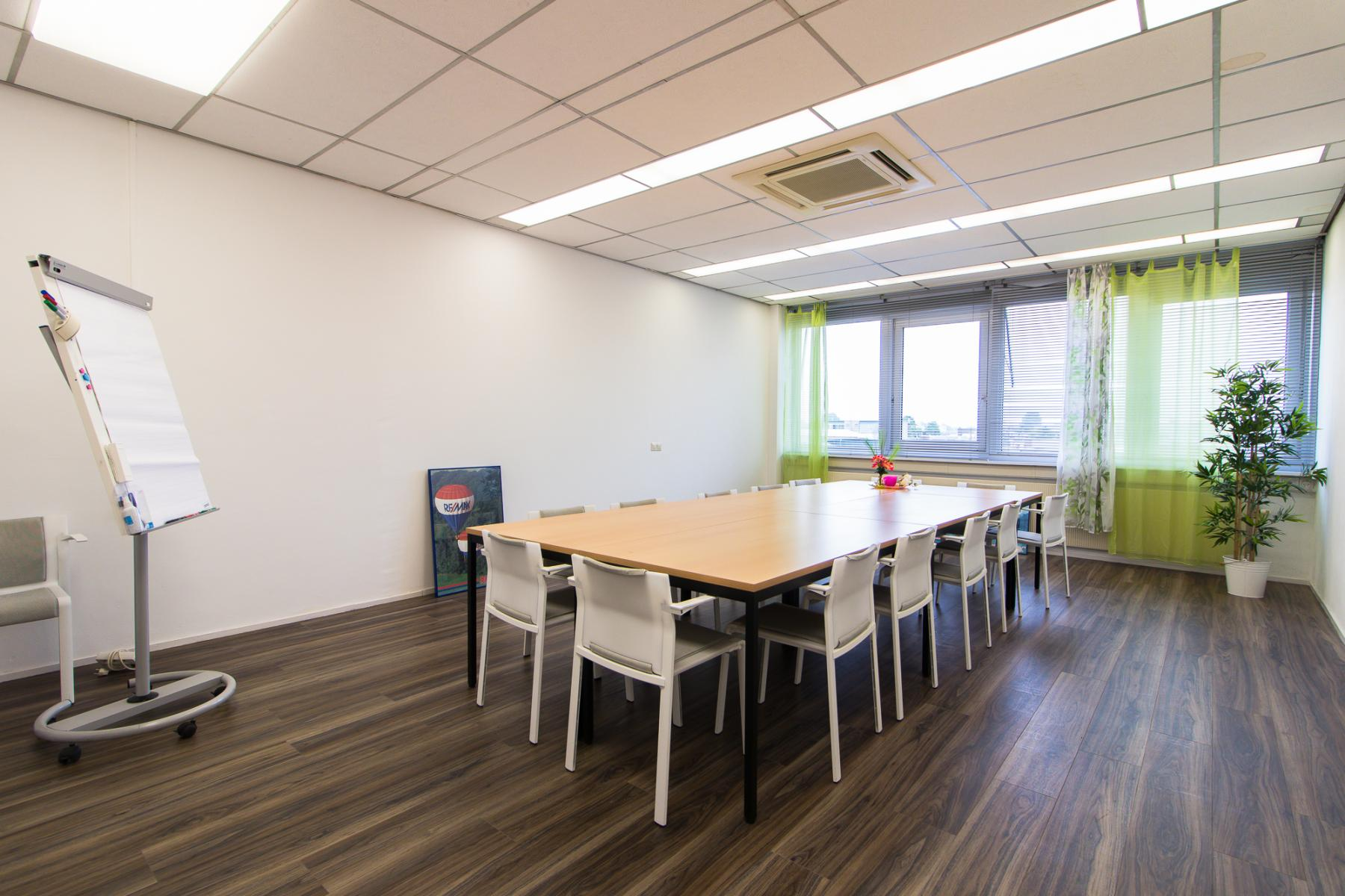 Sufficient meeting rooms available at the Waarderweg