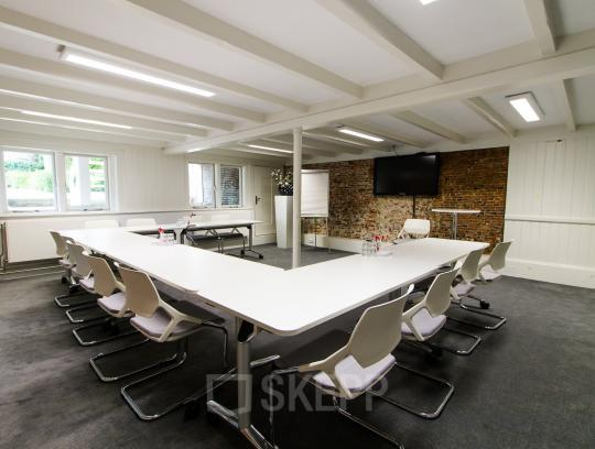 Besides flexdesks also conference rooms available