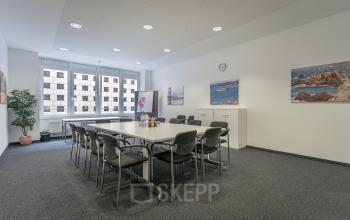 Großer Konferenzraum im Büro in der Hamburger Altstadt