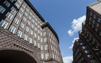Stilvolle Außenansicht der Immobilie an der Fischertwiete in Hamburg-Altstadt