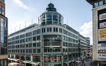 Fantastische Außenansicht des Bürogebäudes in Hamburg-Altstadt