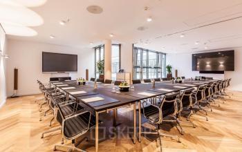 Rent a big conference room in Hamburg-Altstadt