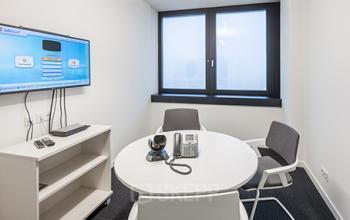 Moderner Konferenzraum des Bürogebäues in Hamburg