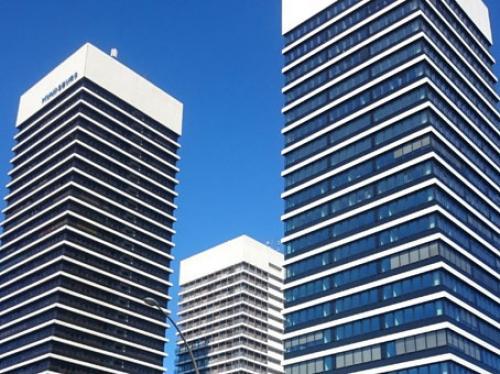 Beeindruckende Außenansicht des Bürogebäudes in Hamburg Barmbek