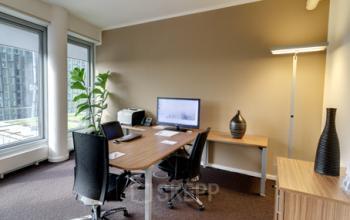 Voll ausgestatteter Büroraum im Business Center in Hamburg an der Überseeallee