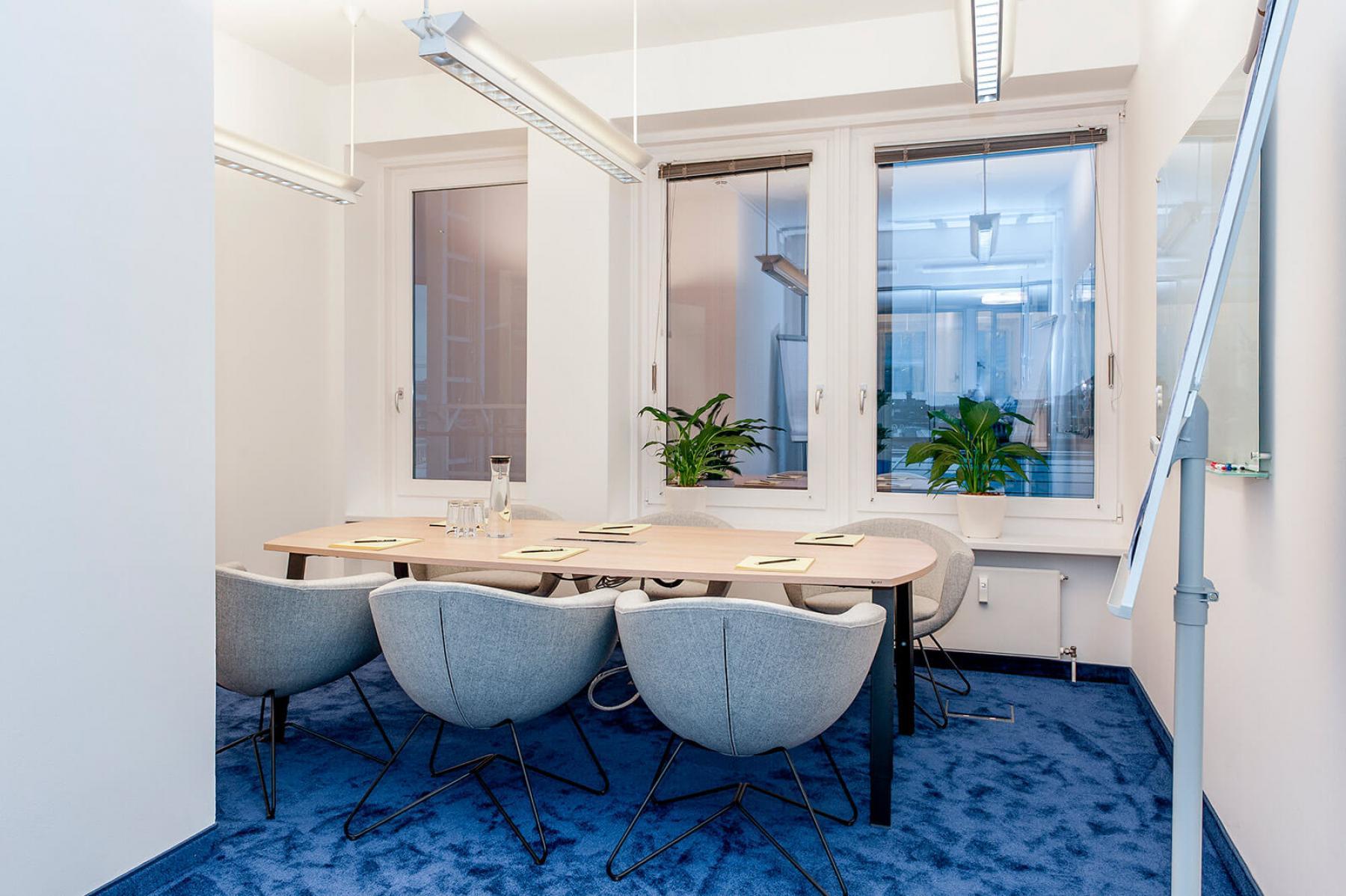 Konferenzraum in modern-sachlichem Design