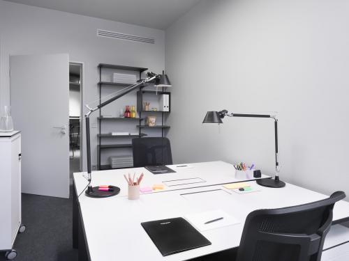 Büro für 2 Personen mit ausreichend Lagerfläche