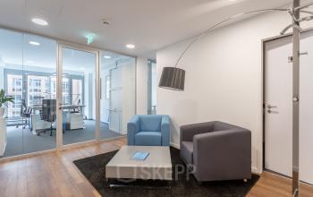 Einladender Aufenthaltsbereich Business Center Hamburg Neustadt