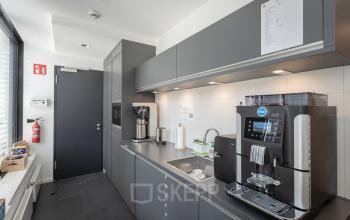 Hochmoderne, ausgestattete Küche im Business Center Hamburg Neustadt