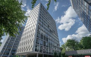 Beeindruckende Fassade Business Center Esplanade in Hamburg