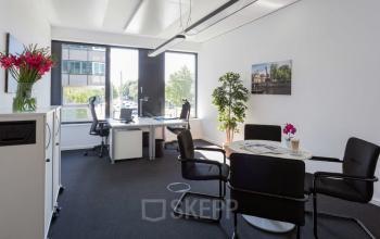 Moderner Büroraum mit hochwertiger Einrichtung zur Miete in Hamburg-Neustadt, Esplanande
