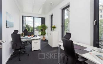 Komfortable Arbeitsplätze in großem Büroraum mieten in Hamburg Neustadt