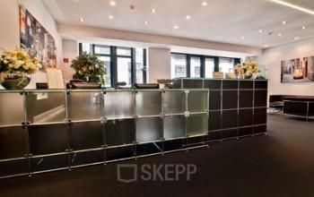 Eleganter Empfangsbereich des Business Centers am Neuen Wall in der Hamburger Neustadt