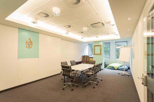 Moderner Konferenzraum im Bürogebäude Hamburg St.Pauli