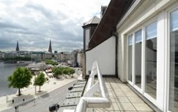 Beeindruckende Aussicht vom Bürogebäude in Hamburg