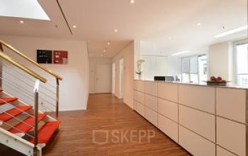 Große Rezeption im Business Center in den Colonnaden in Hamburg-Neustadt