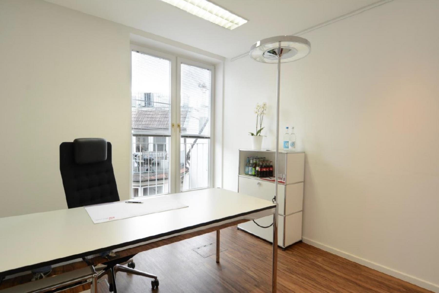 bright office space for rent in Hamburg, Colonnaden, Neustadt