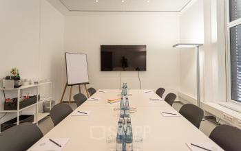Geräumiger Besprechungsraum im Business Center in Hamburg