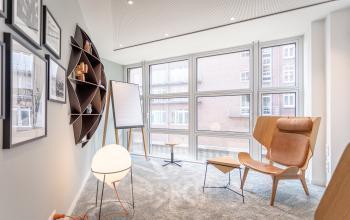 Futuristische Designelemente im Business Center nahe der Elbphilharmonie
