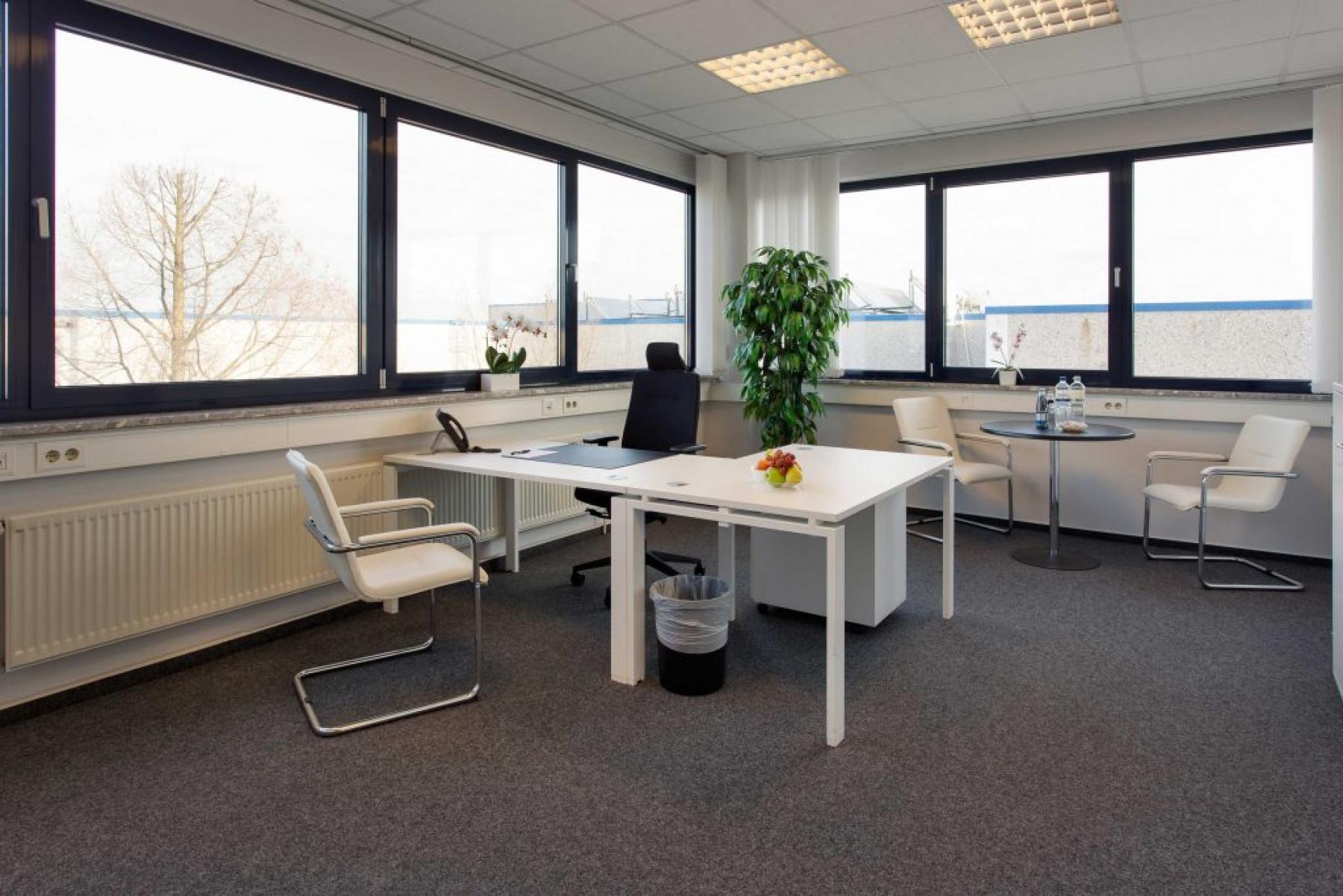 Helles Büro mieten in der Nähe des Flughafens an der Obenhauptstraße in Hamburg-Nord