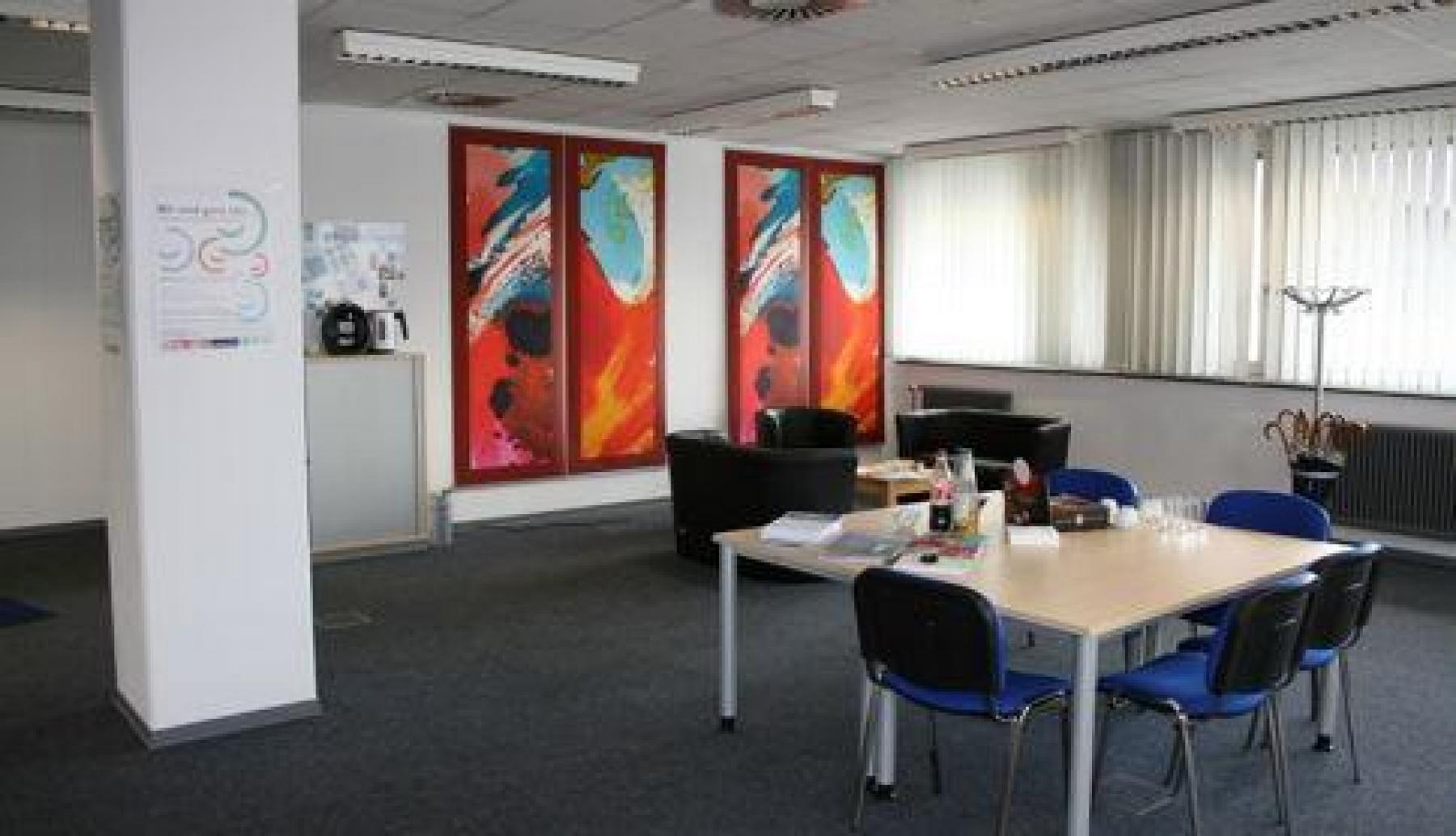 Freundliches Büro mit schönen Farben zur Miete in Hannover Döhren