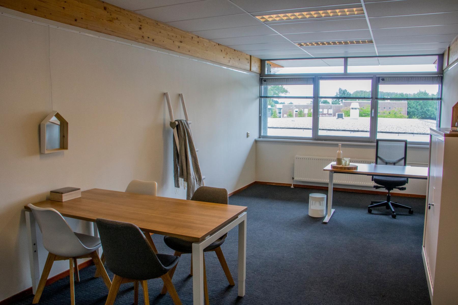 Steenovenweg Helmond kantoorruimte huren meubilair
