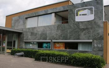 kantoorpand kantoorgebouw Hengevelde SKEPP voorgevel