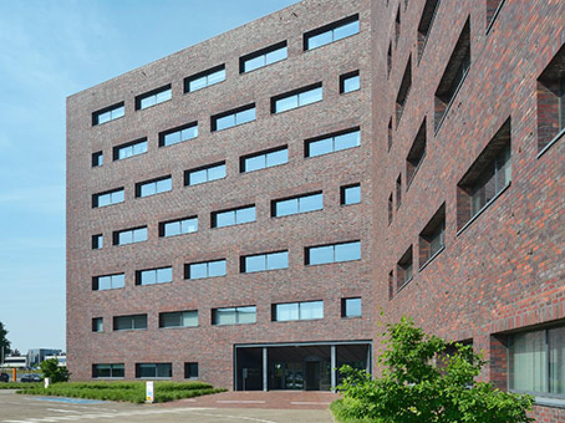 bedrijvencentrum herentals kantoor te huur hoofdingang