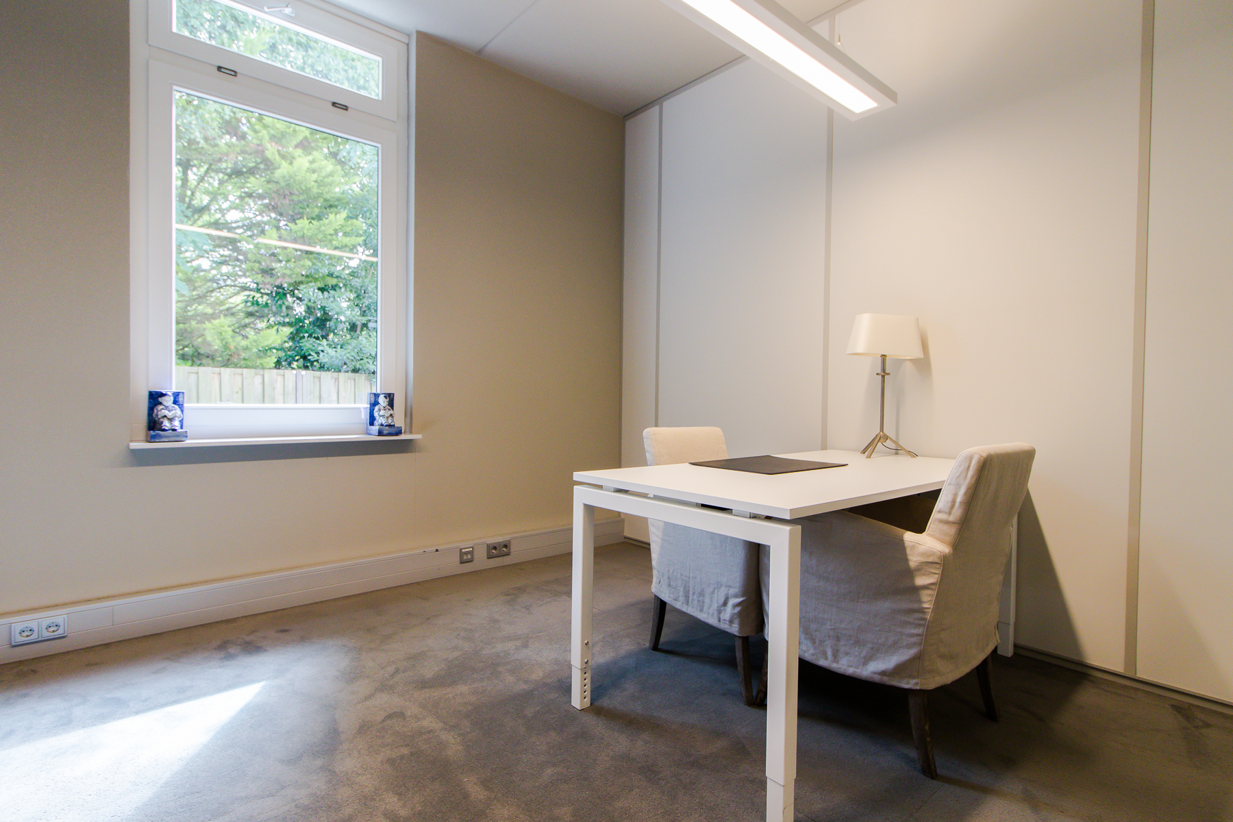 small office space with 2 working places in hilversum