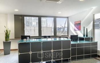 Stilvoller Empfangsbereich des Business Centers in Köln-Innenstadt