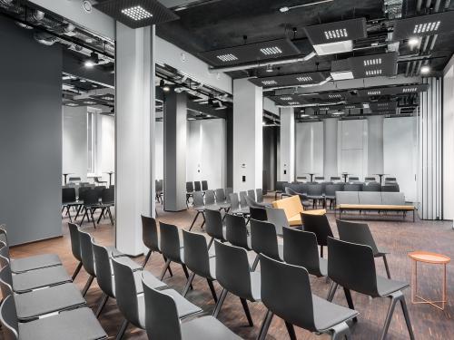 Beeindruckender Meetingraum im Bürogebäude in Köln