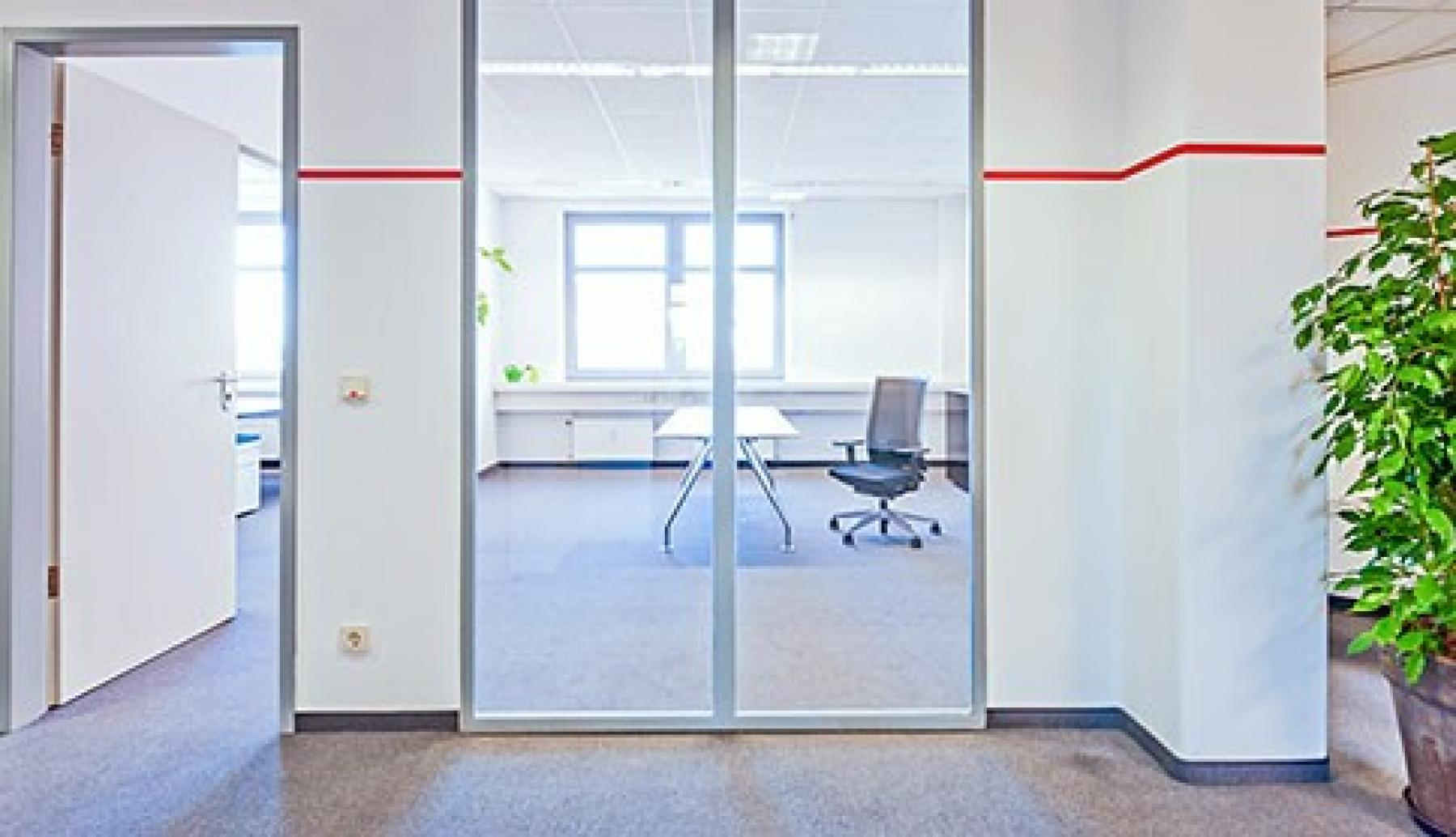 Helles Büro mieten in Köln an der Frankfurter Straße