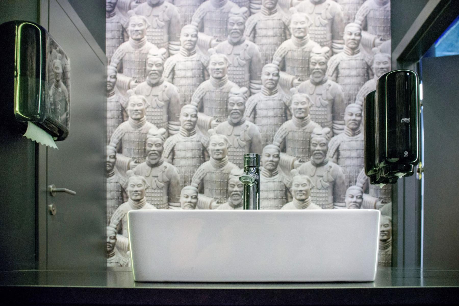 toaleta w biurowcu galileo