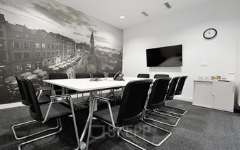 sala konferencyjna w biurowcu rogozinskiego