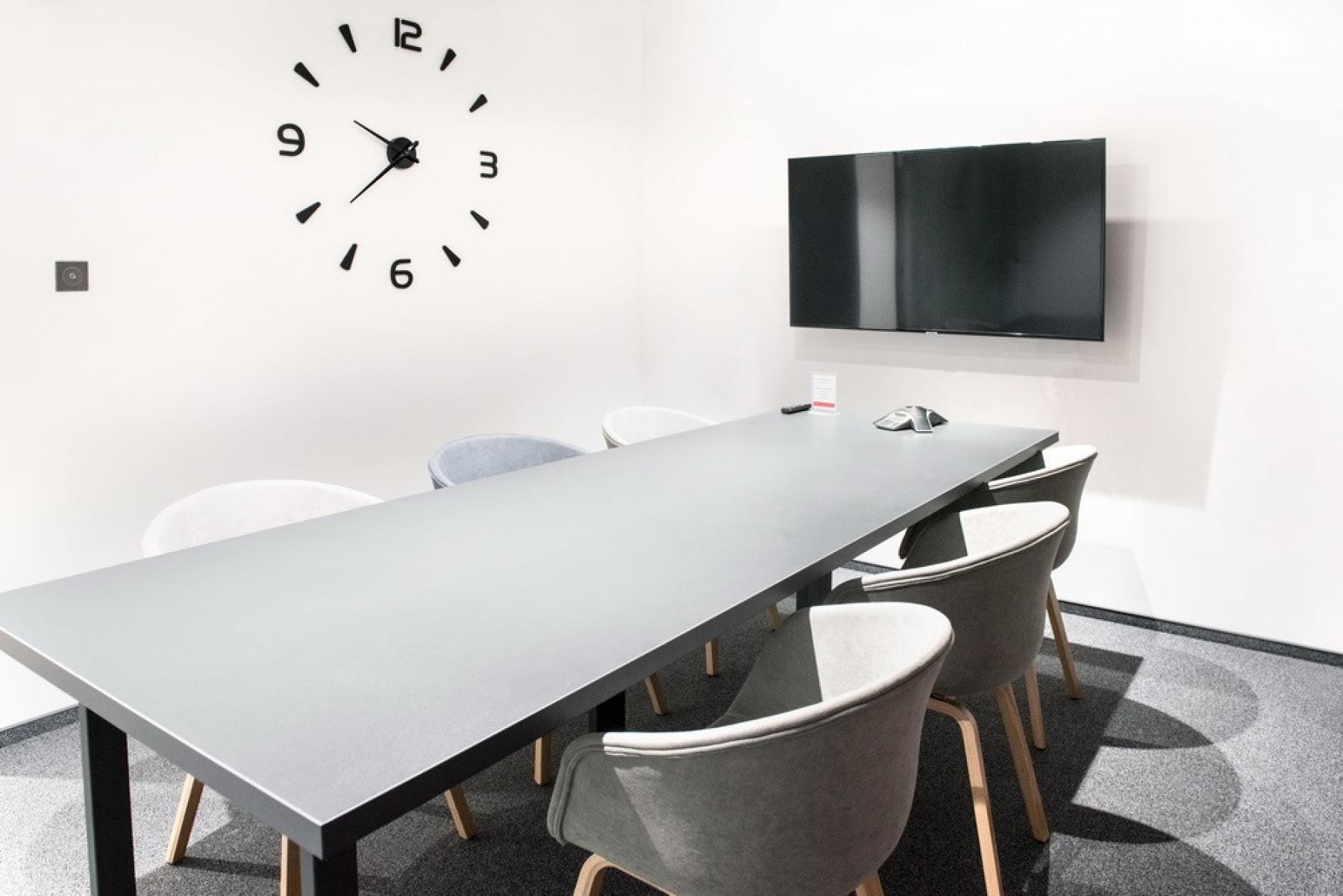 sala konferencyjna w biurowcu