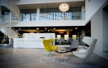 loungestoelen begane grond kantoor leiden kanaalpark flexwerkplekken receptie